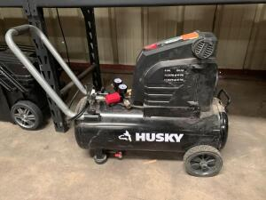Husky 8 Gallon 150psi Air Compressor, NOTE GAUGES Broken