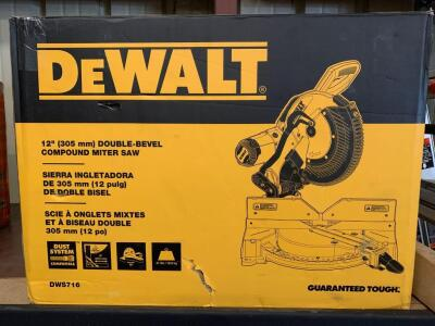DeWalt 12in Double Bevel Compound Miter Saw