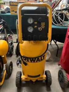 DeWalt 15 Gallon 225psi Air Compressor, d55168, inv #c4186
