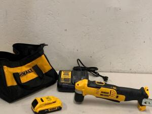 "Dewalt 3/8"" 20vMax Rigt Angle Drill Driver Kit Battery and Charger Included"